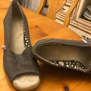 TOMS wedges in slate grey, size 6!